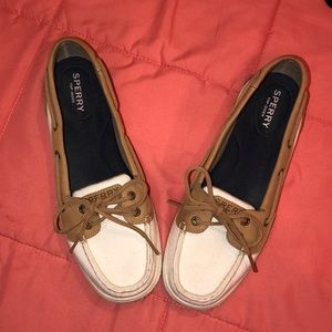 WHITE SPERRY TOP SIDERS (WOMENS Size 9)